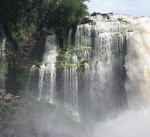 Waterfalls at Canaima by keif