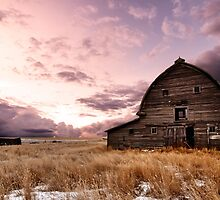 Abandoned Barn by mindymcgregor