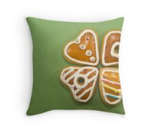 Heart shaped gingerbread cookies Throw Pillow