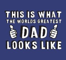 This is What The World's Greatest Dad Looks Like  T-Shirt