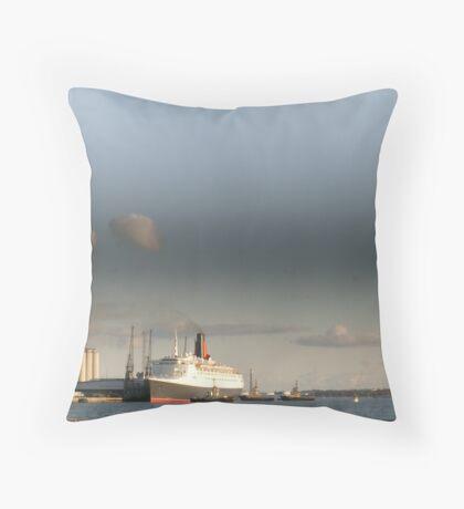 QE2 Throw Pillow