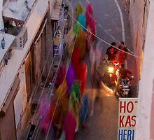 Saris in Bundi by Tom Page