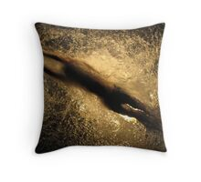 Fuerza bruta 1 Throw Pillow