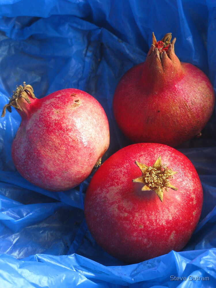 Pomegranates by Steve Outram