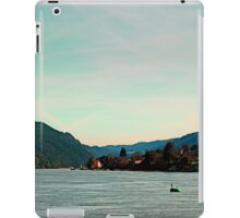 Peaceful river panorama | landscape photography iPad Case/Skin