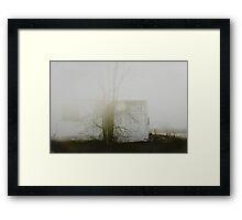 « un matin de brouillard » Framed Print