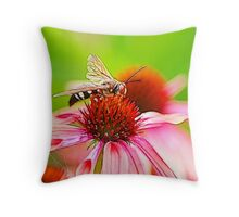 THE WASP FRACTALIUS Throw Pillow