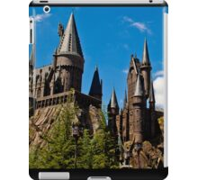 The Wizarding World of Harry Potter: This Way To Hogwarts iPad Case/Skin