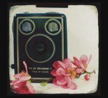 Vintage Kodak Brownie camera with pink apple blossom flowers Kids Tee