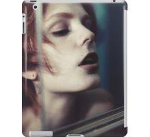 Echo Fashion - fashion portrait beautiful perfect proud woman cute girl vintage red iPad Case/Skin