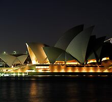 Sydney Opera House lights dimmed in tribute Utzon by Gino Iori
