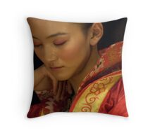 "Model ""un-modelling"" Throw Pillow"