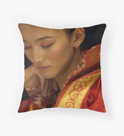 "Model ""un-modelling"" Throw Pillow"