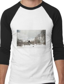dilapidated wooden house cottage in winter  Men's Baseball ¾ T-Shirt