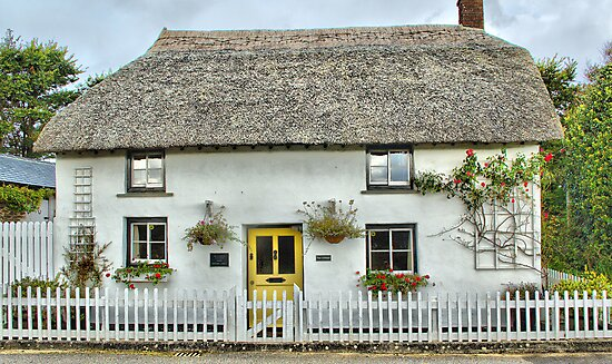 Comptons Cottage by Catherine Hamilton-Veal  ©