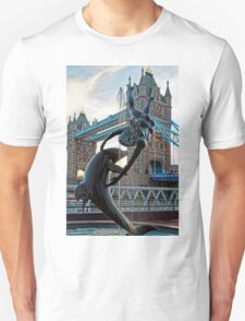 Girl with a Dolfin at Tower Bridge, London, England Unisex T-Shirt