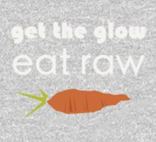 get the glow, eat raw (white) crooked carrot T-Shirt