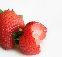 Strawberries by erbephoto