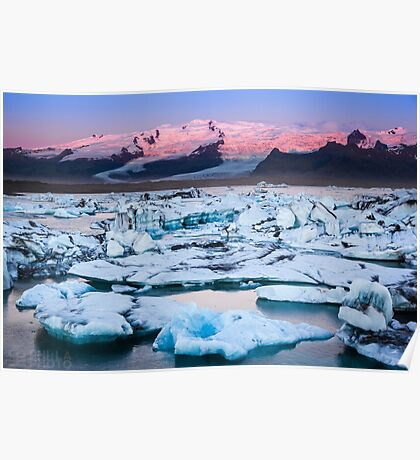 ICELAND:SUNRISE AT THE GLACIER LAGOON Poster