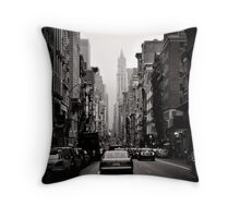 Manhattan avenue in black and white Throw Pillow