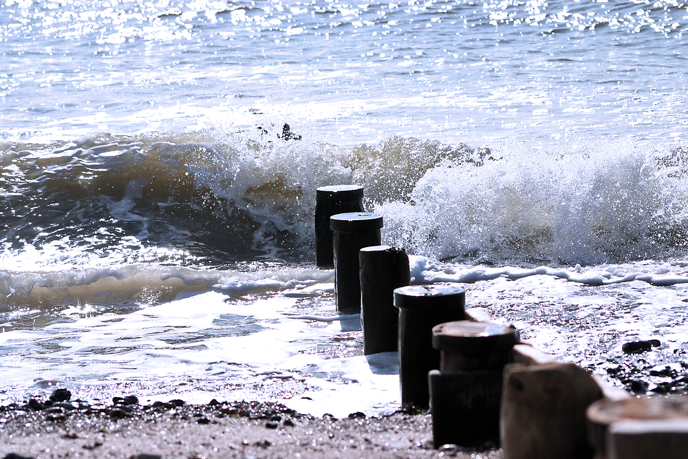 Worthing sea breaker by Greg Roberts