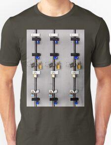 18  locks T-Shirt