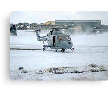 Westland Lynx HAS.2 XZ257/346 landing at RAF Stanley Metal Print