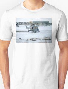 Westland Lynx HAS.2 XZ257/346 landing at RAF Stanley T-Shirt