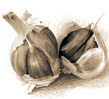 Garlic Cloves........ by lynn carter