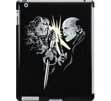 Gandalf vrs Voldemort - A Wizards Duel iPad Case/Skin