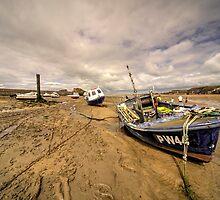 Boats on Bude beach  by Rob Hawkins