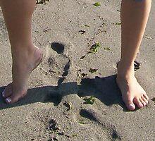 Me Dirty Feet RRrrr, lol; Footsteps by WaleskaL