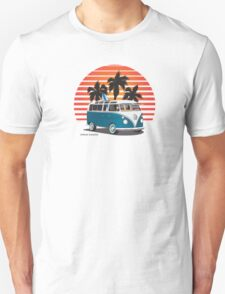 VW Split Bus Teal with Surfboard, Palmes & Sunset T-Shirt