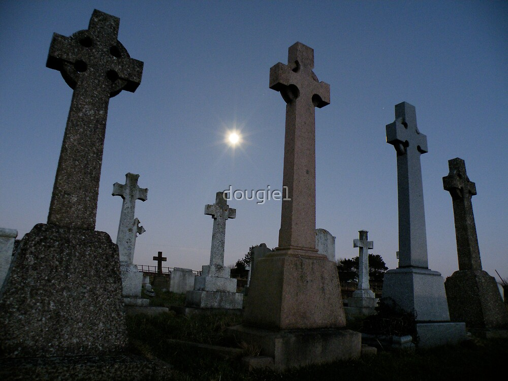 Moonlight in the graveyard by dougie1