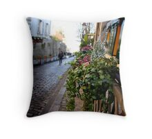 Parisien streetscape Throw Pillow