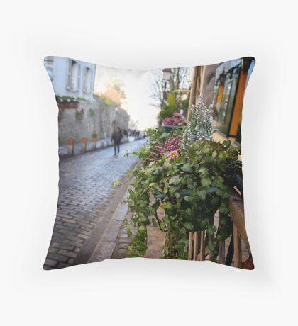 Parisien streetscape Throw Pillow