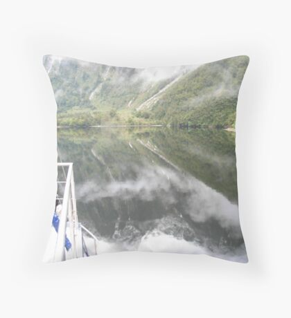 Reflections on Doubtful Sound Throw Pillow