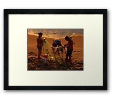 golden fishing - pescando oro Framed Print