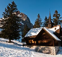 old chapel in swiss alps by peterwey