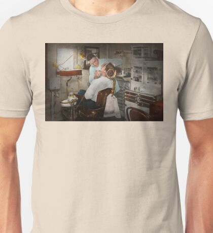 Dentist - The dental examination - 1943 Unisex T-Shirt