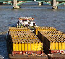 Load-pulling barge, River Thames by lightworks