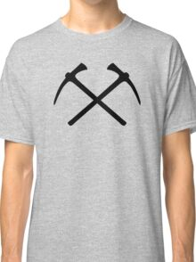 Climbing picks axe Classic T-Shirt