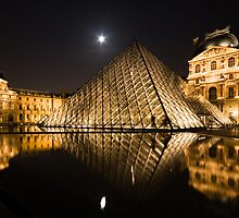 Pyramids at Night by jcroldan
