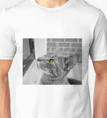 black and white cat with vibrant eye Unisex T-Shirt
