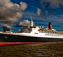 QE2 Visits Liverpool for the Final Time by Simon Barrow