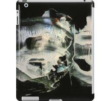 Glowing spaceships vibrating at high frequency iPad Case/Skin