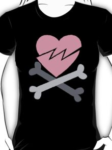 Broken heart pirate crossbones T-Shirt