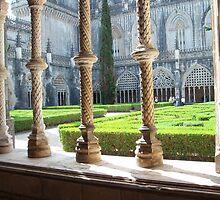 Mosteiro da Batalha, Claustro Real - Detail of the columns by presbi