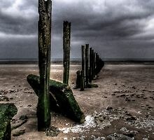 Groynes at Minnis bay by Gareth Holloway