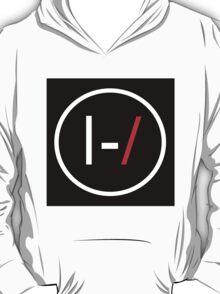 |-/ T-Shirt